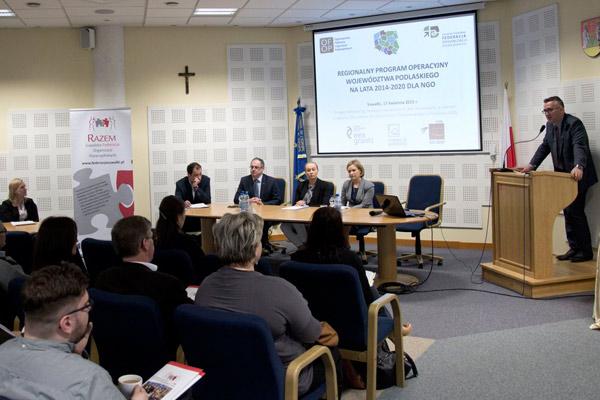 """Po konferencji """"Regionalny Program Operacyjny Województwa Podlaskiego na lata 2014-2020 dla NGO"""""""